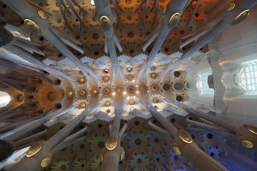 Hendriksen Sagrada Familia interieur