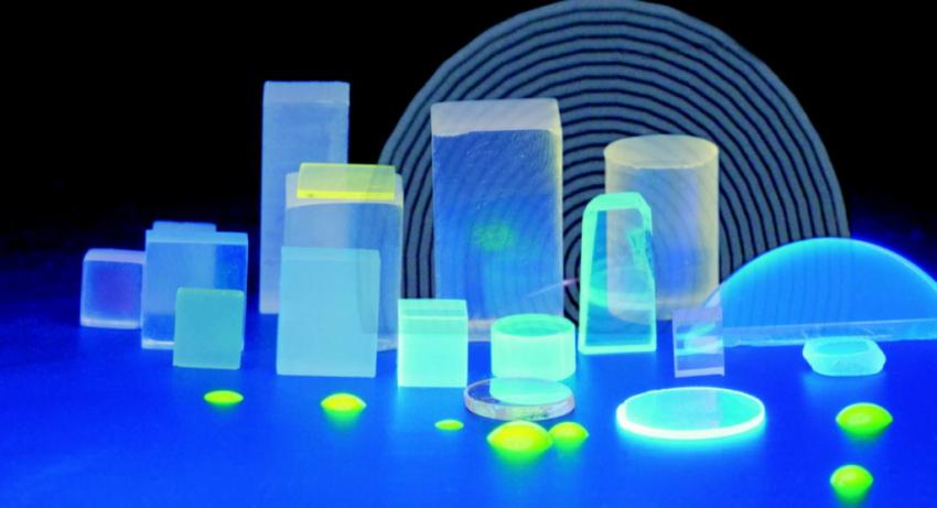 Luminescent scintillating crystals