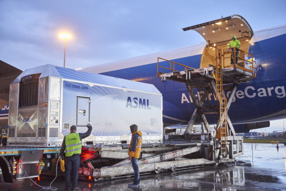 ASML container Schiphol